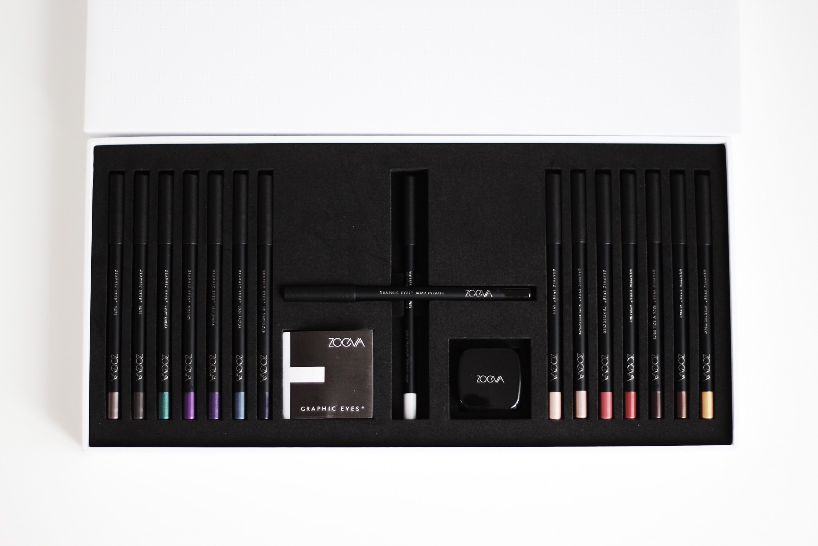 Zoeva Graphic Eyes+ Box: Review & Swatches